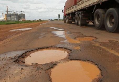 Má qualidade das rodovias encarece em até 40% o custo de logística no Brasil